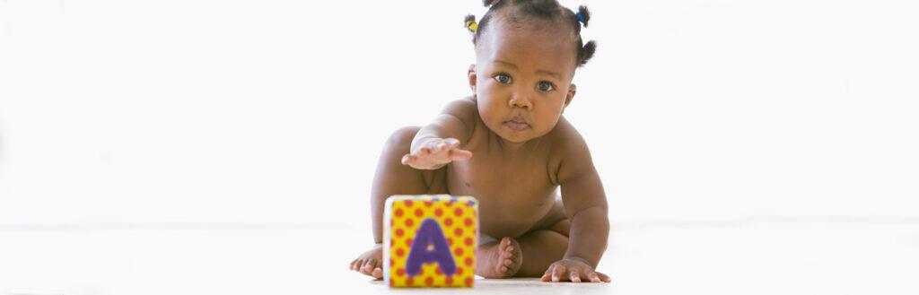 Quando acontecem os primeiros passos do bebê?