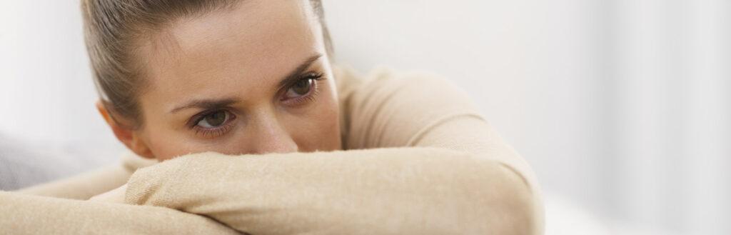 Depressão pós-parto: causas, sintomas, tratamento e impacto na vida do bebê